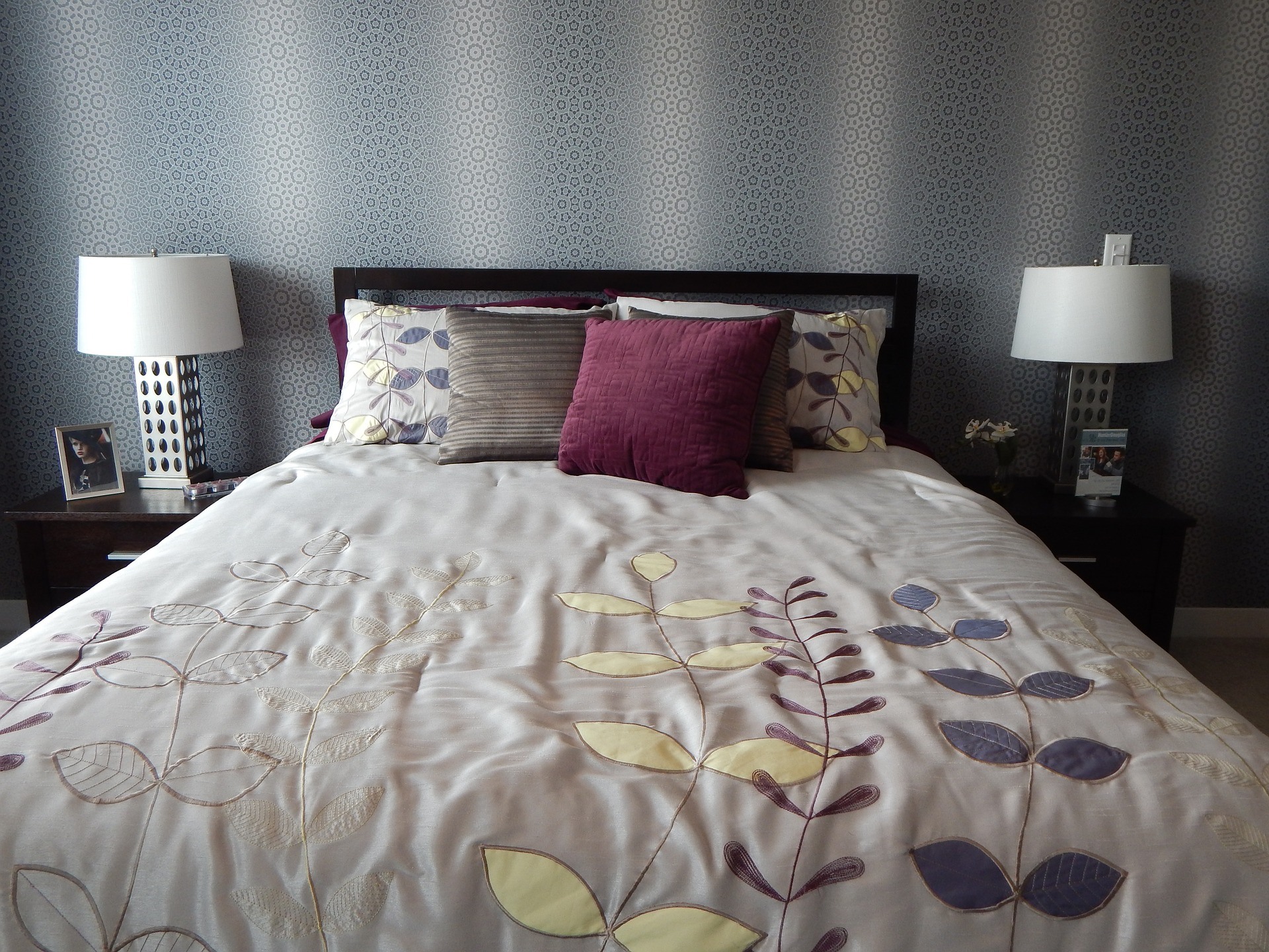 Style Your Small Bedroom Space Unbelievably Aapkapainter Blog